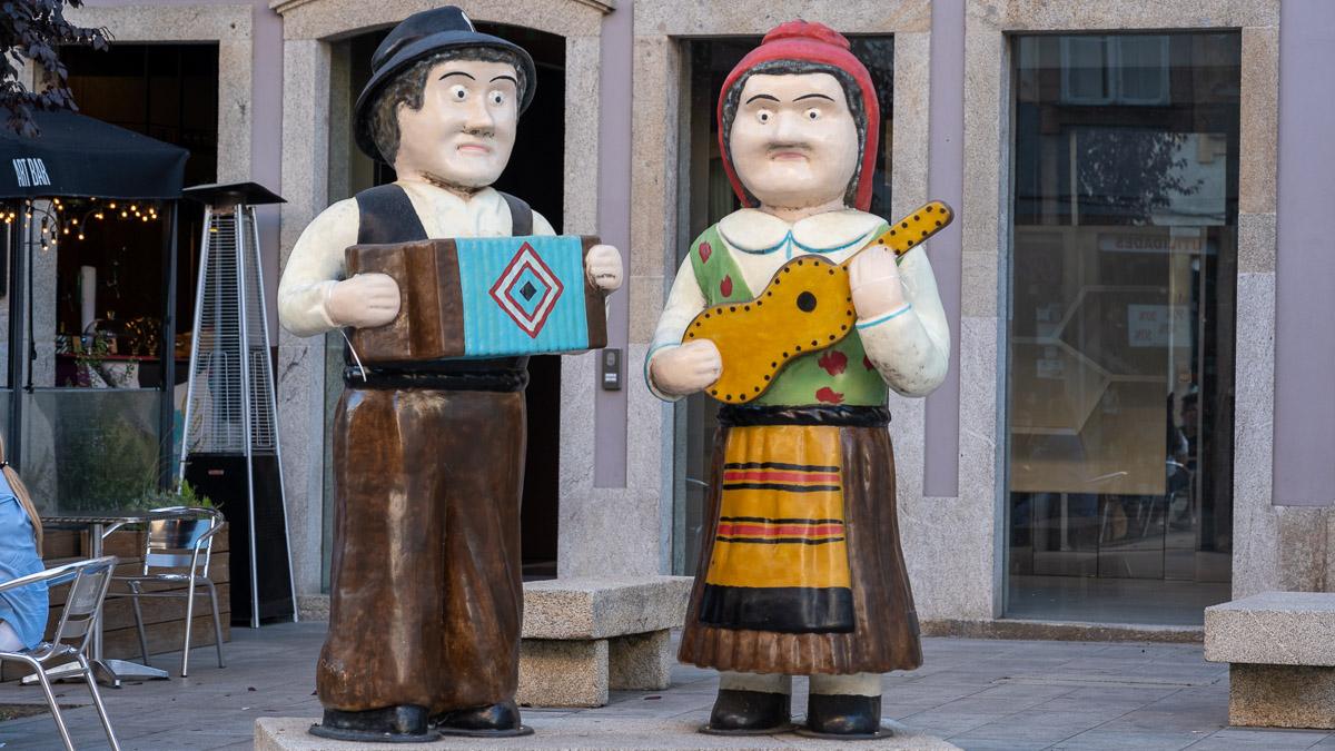 traurig schauende Figuren von Stadtmusikanten