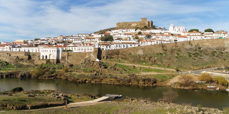 Blick auf Mertola Castelo